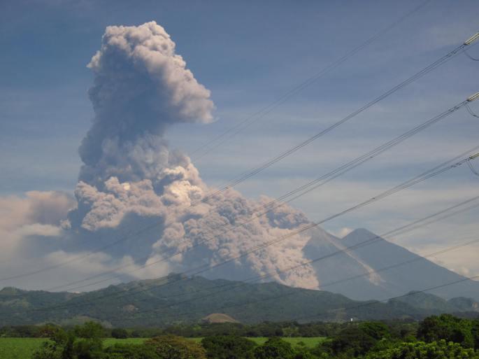 Volcan-de-Fuego-en-Erupcion