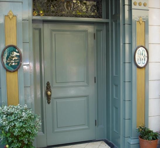Club33 door